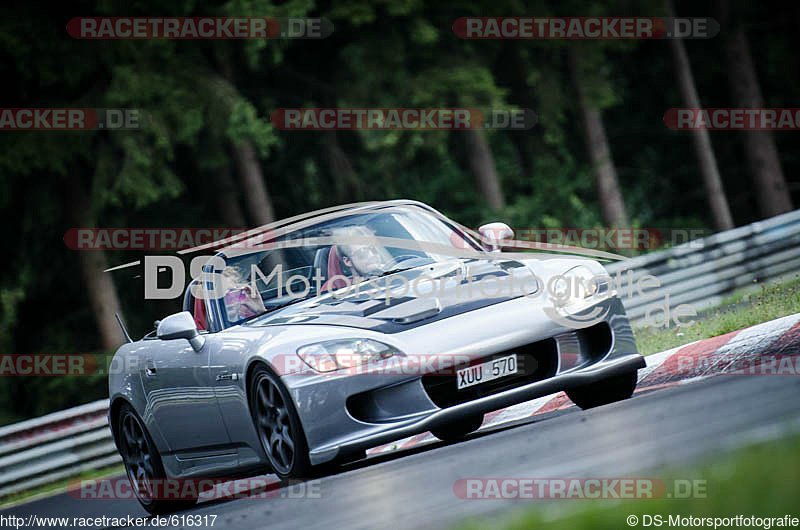 http://www.racetracker.de/piccontroller/picturePage/616317-00fdc80cfad74e9ac5f35b781c1aba19
